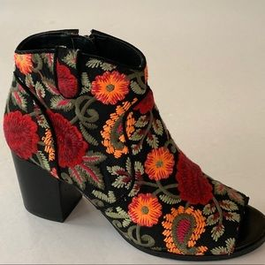CROWN VINTAGE FRANKIE EMBROIDERED ANKLE BOOT SZ 7